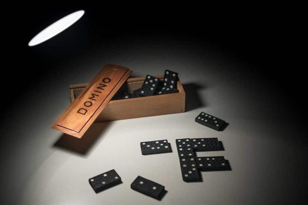 domino-4748484_1280